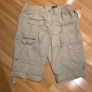 🌟HP🌟Reitmans women Beige cargo shorts - sz15 NWT